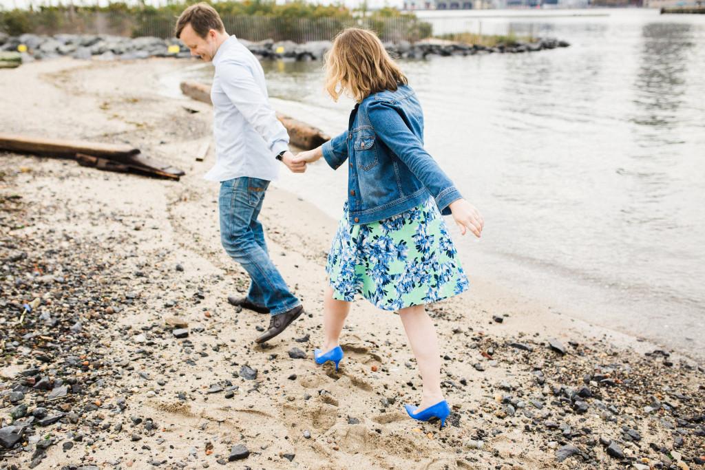 rachel-and-matt_brooklyn-waterfront-engagement-nyc-22-2